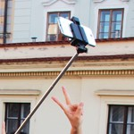 Selfie Stick (Foto: Wikipedia)