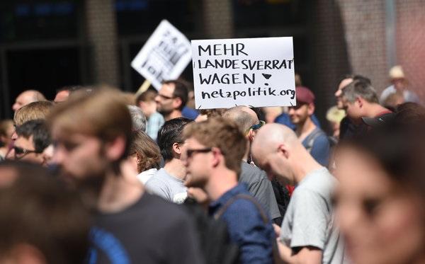 demo netzpolitik.org 1.8.2015 berlin 600