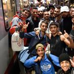 Flüchtlinge Zug Symbolbild (Foto: dpa)