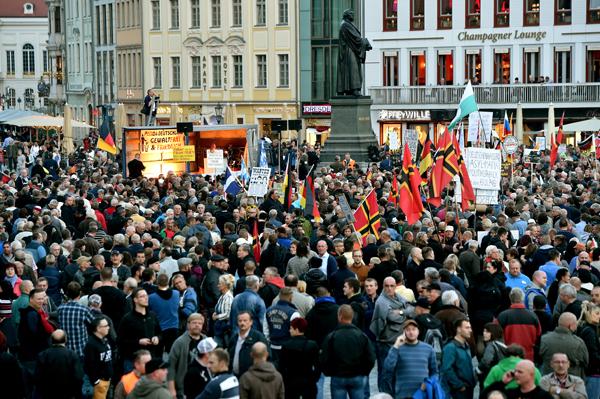 Pegida Demo in Dresden (Foto: Bernd Settnik/dpa)
