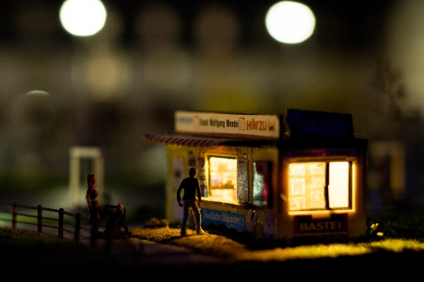 Kiosk Miniaturwunderland Ian Ehm bei Nacht 600