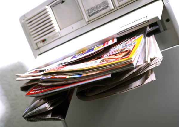 Zeitungen Zeitschriften Briefkasten Post-600