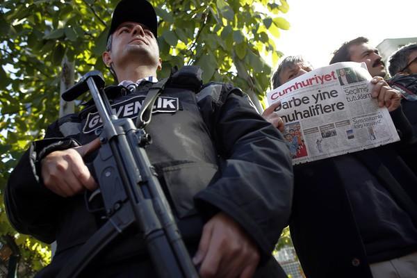 APTOPIX Turkey Newspaper Raids