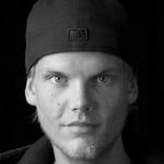 "Lese-Tipp: ""Spiegel"" besucht Tim Berglings familiäres Umfeld zum ersten Avicii-Todestag."