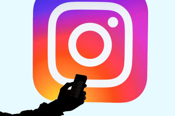 Instagram-Nutzer können Fake News melden.   turi2